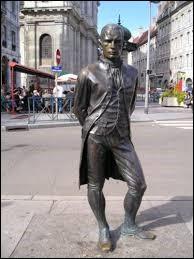 Qui est ce personnage qui fit ses premiers essais de navigation à vapeur sur le Doubs en 1778 ?