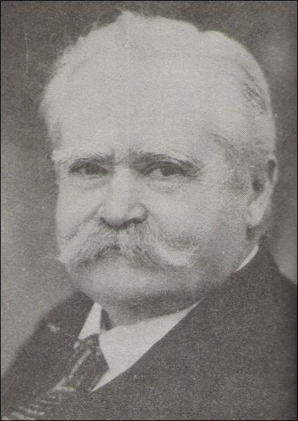 """Ce dessinateur né à Lure en 1889 inventa la bande dessinée, dont le célèbre """"Sapeur Camember"""" :"""