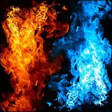 La température d'une flamme bleue est-elle supérieure, égale ou inférieure à une flamme orange ?
