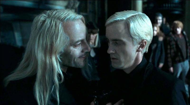 Qu'a offert Lucius à l'équipe de Serpentard ?