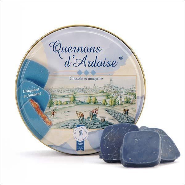Du chocolat bleu ! Eh oui ! Le quernon d'ardoise est une spécialité gastronomique de l'Anjou, créée par un artisan chocolatier de la préfecture du Maine-et-Loire. Quelle est cette ville ?