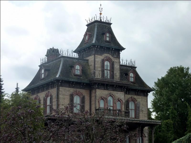 Selon la légende, combien de fantômes y a-t-il dans la maison hantée ?