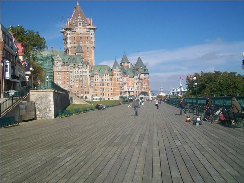 En poursuivant notre croisière fluviale, nous atteignons Québec. Comment nomme-t-on cette célèbre promenade de planches de la ville haute, au pied du château Frontenac ?