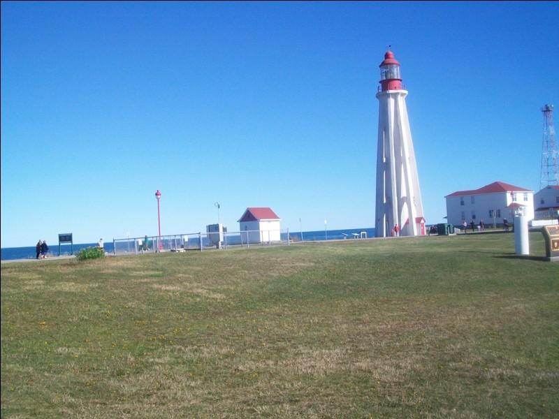 Un peu plus loin, toujours sur les rives du Saint-Laurent, voici le phare de Pointe-au-Père. Quel célèbre navire a fait naufrage à cet endroit le 29 mai 1914 ?