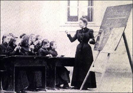 On ne dit pas ''la maîtresse d'école'' mais: