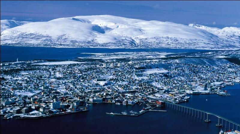 Tromsø est une ville maritime de 60 000 habitants, centre universitaire et pôle touristique. Dans quel pays se trouve-t-elle ?