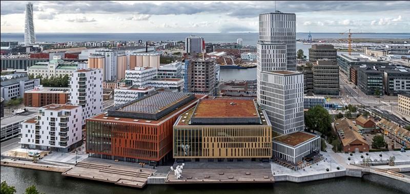 Malmö est une importante ville de 250 000 habitants. Dans quel pays se trouve-t-elle ?