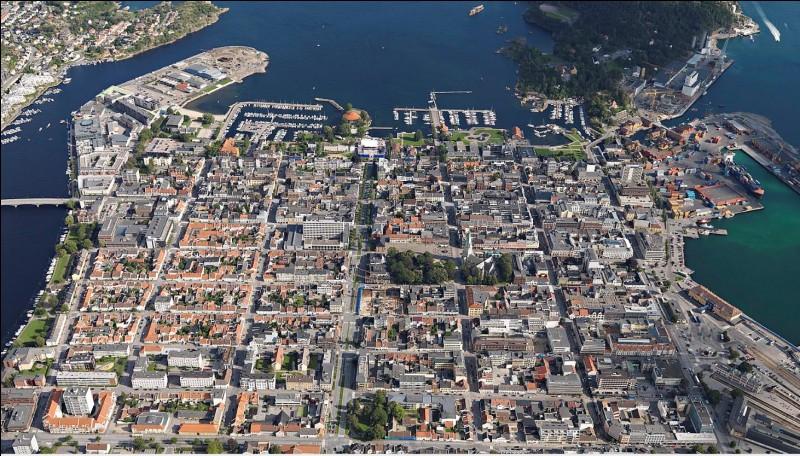 Kristiansand est une ville maritime de 80 000 habitants. Dans quel pays se trouve-t-elle ?