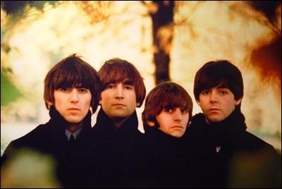 """Comment s'appelle ce bon groupe de musique britannique qui a comme surnom """"The Fab Four"""" ?"""