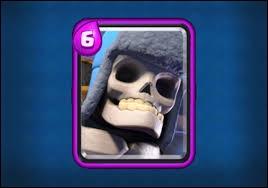 Combien de dégâts fait la bombe du géant Squelette au niveau 5 ?