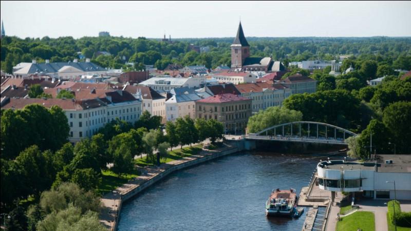 Tartu, également peuplée de 100 000 habitants, est aussi la seconde ville du pays, un autre, mais lequel ?