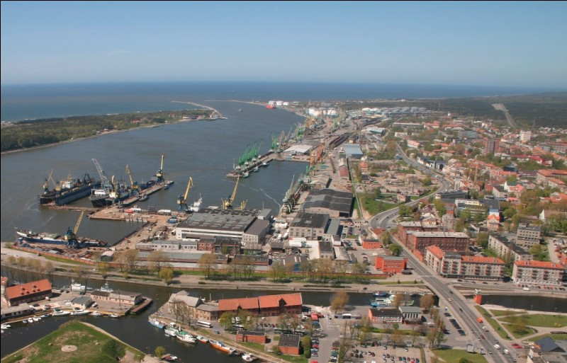 Klaipéda, l'ancienne Memel allemande, est l'un des principaux ports baltes. Dans quel pays se trouve cette ville ?
