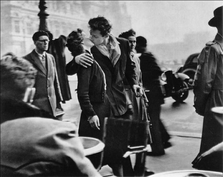 """A quel photographe doit-on le célèbre """"baiser de l'hôtel de ville"""" ?"""