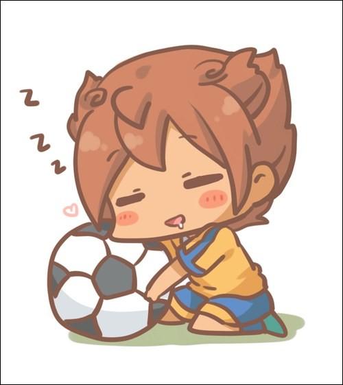 Qui aime tellement le foot qu'il dort avec son ballon ?