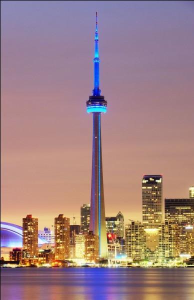 Dans quelle grande ville du Canada la CN Tower se trouve-t-elle ?