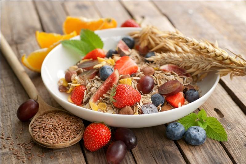 Une alimentation équilibrée permet de répondre aux besoins de mon corps en...