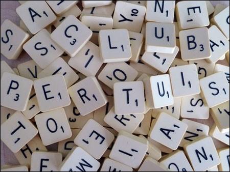 Au jeu de scrabble (français), combien de points compte la lettre F ?