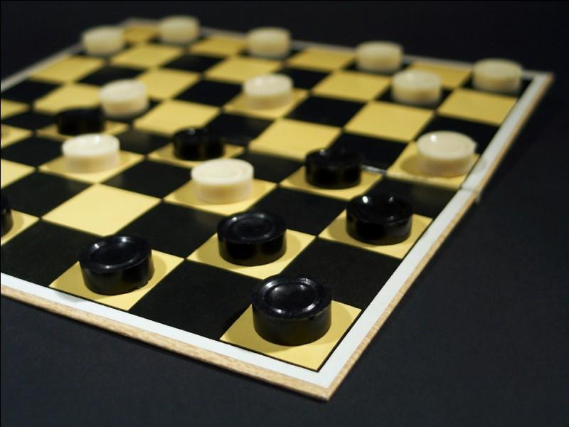 Combien y a-t-il de pions noirs sur un jeu de dames ?