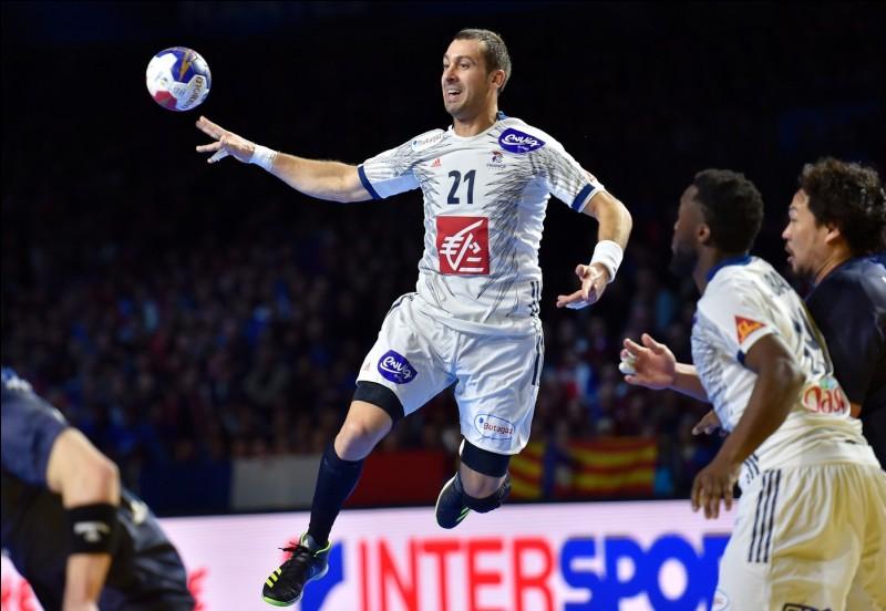 Lors de leur 2e match contre le Japon, quel est le score en faveur de la France ?