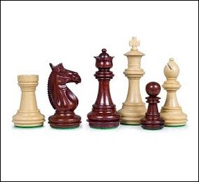 Aux échecs, quelle pièce est la seule à pouvoir passer au dessus des autres pièces lors d'un déplacement ?