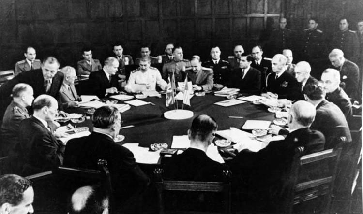 Quelle conférence a mis au point l'organisation administrative et technique de l'extermination massive et systématique des juifs ?