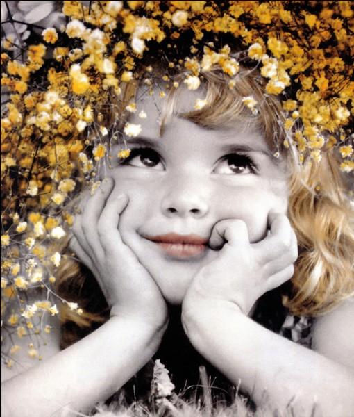 """Qui chantait """"Je ne suis qu'une toute petite fille, et quand je suis dans tes bras..."""" ?"""