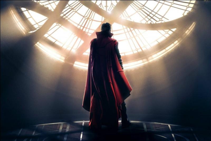 Après le générique, quel Avenger demande de l'aide à Strange ?