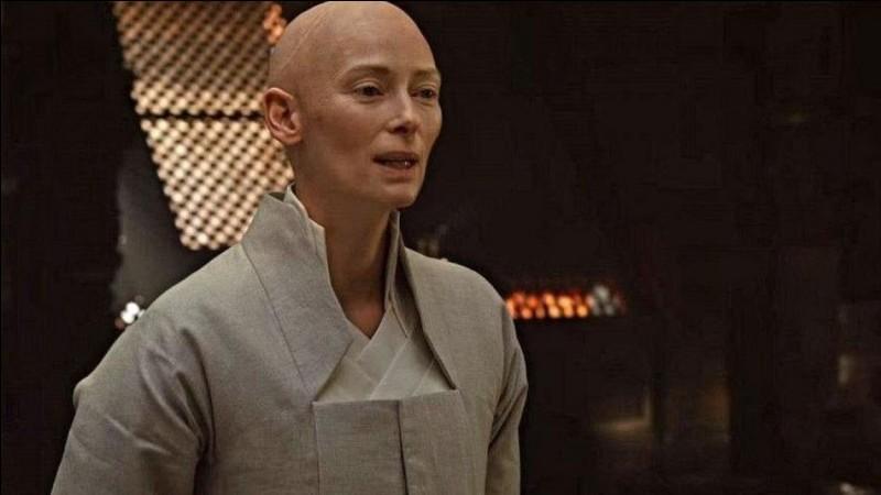 Quel est le nom donné à ce personnage interprété par Tilda Swinton ?