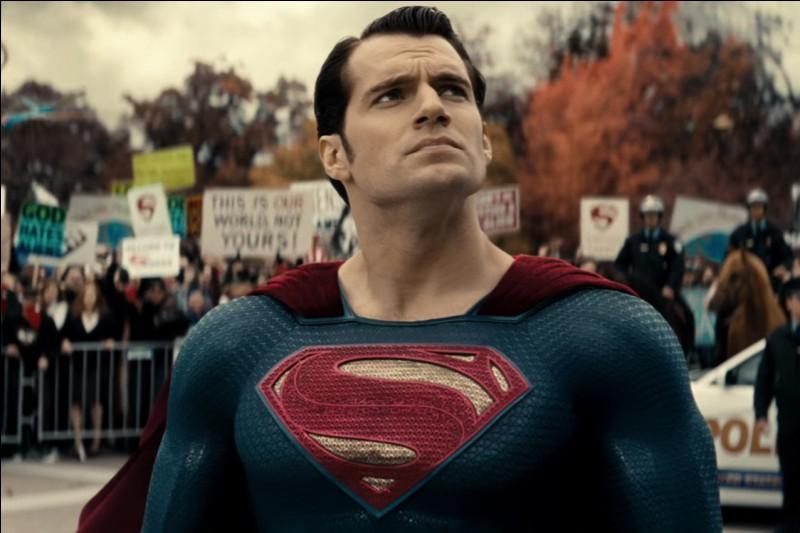 Qui joue Superman dans Batman v Superman?