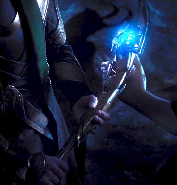 Qui se fait transpercer par le sceptre de Loki dans Avengers ?