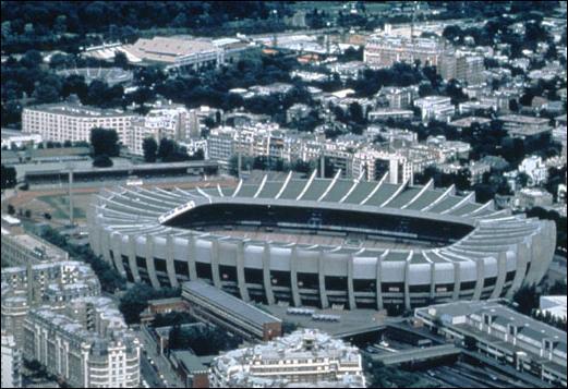Dans quelle ville ce stade est situé ?