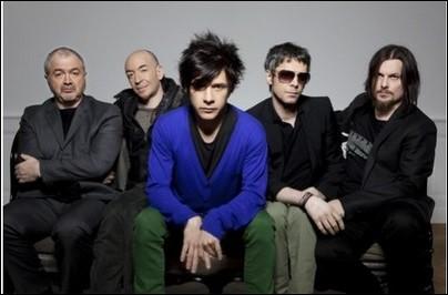 """I - Avec les chansons du groupe de pop rock français """"Indochine"""", trois nuits par semaine j'ai demandé à la lune des fleurs pour Salinger."""