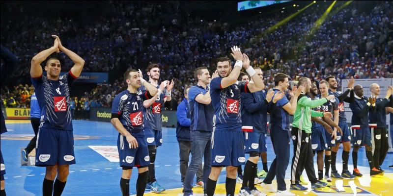 Combien de joueurs étaient sur le terrain au début du handball ?