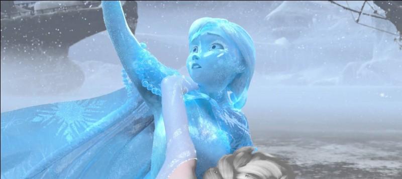Anna est glacée. Que fait Elsa?