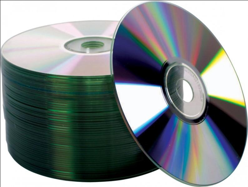 """On ne dit pas """"Il a des CD"""", mais :"""