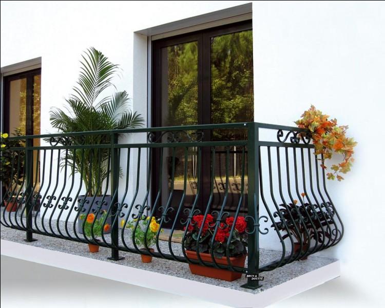 """On ne dit pas """"Un balcon"""", mais :"""