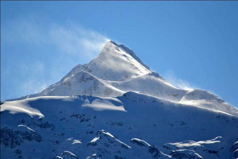 Comment s'appelle la montagne dans laquelle tous les humains sont tombés ?