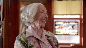 Qui joue le rôle de Mme Bell ?