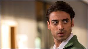 Qui joue le rôle du prince Ahmed Al Saeed ?
