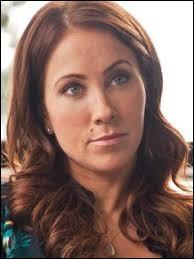 Qui joue le rôle de Janice Wayne ?