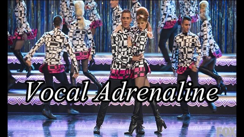 Avec quelle personne des ''Vocal Adrenaline'' Rachel sort-elle au bout d'un moment ?
