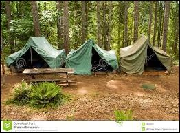 Où se font les camps scouts ?