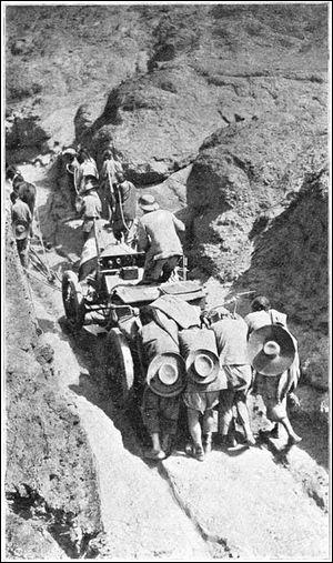 En 1907, cinq voitures s'engagent dans le raid Pékin Paris. le vainqueur arriva à Paris en ...