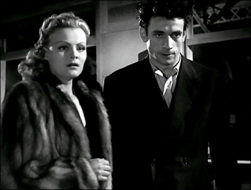 Yves Montand a débuté au cinéma en 1946; il a tenu l'un des premiers rôles dans son deuxième film. Qui est le réalisateur de ce film ?