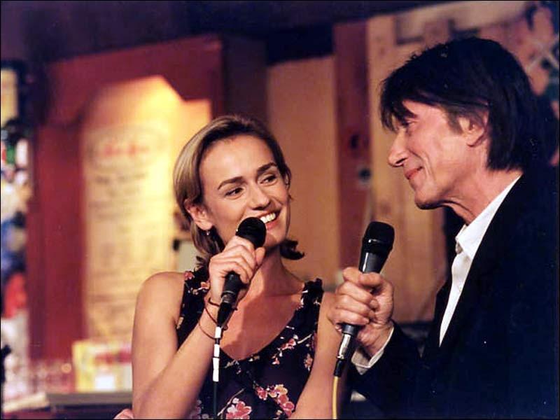 Jacques Dutronc a joué dans 40 films depuis 1973. Dans quel film, de 2001, chante-t-il un karaoké en duo avec Sandrine Bonnaire ?