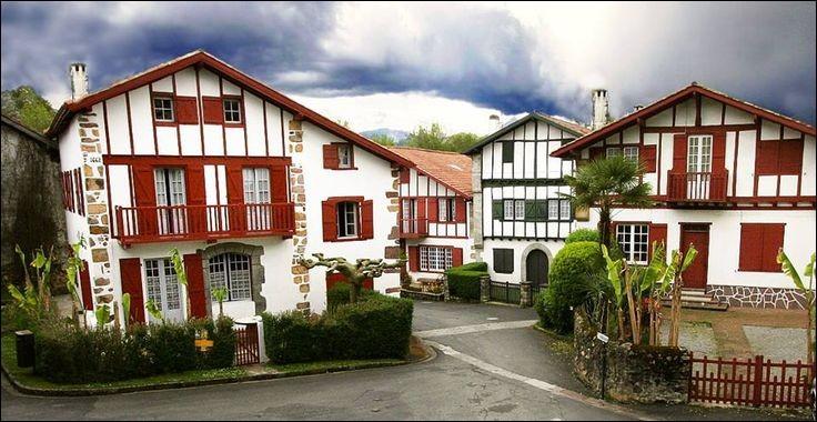 Quel département ne pourrez-vous pas rejoindre sans devoir passer par un autre en partant de celui des Pyrénées-Atlantiques?
