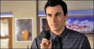 Qui joue le rôle d'Elliot Rollins / Archer Dunhill ?