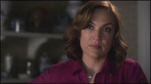 Qui joue le rôle de Veronica Hastings ?