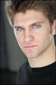 Qui joue le rôle de Toby Cavanaugh ?
