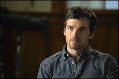 Qui joue le rôle d'Ezra Fitz ?